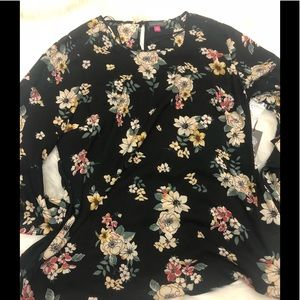 NWT Vince Camuto floral flare sleeve plus size top